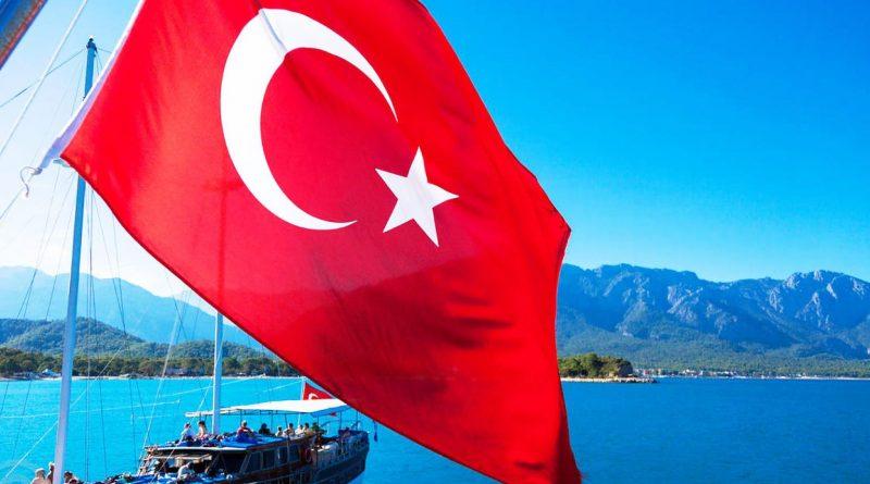 Казахстанцам запретили полеты в Турцию на две недели