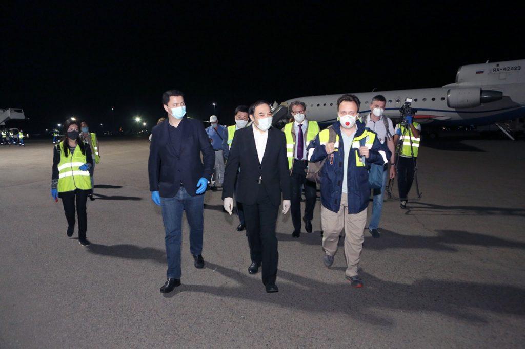 В аэропорт Алматы прибыли врачи для борьбы с коронавирусом