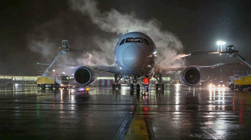 Как проводится деайсинг самолетов Air Astana