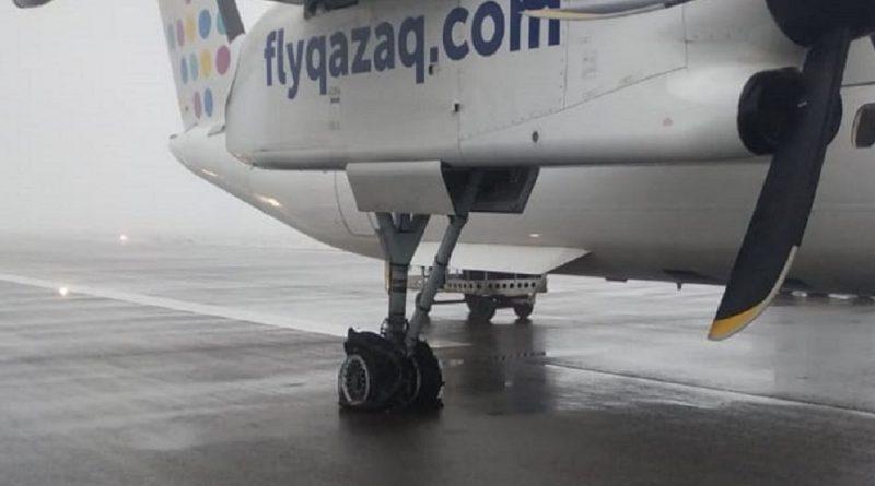 У самолета Qazaq Air лопнули шины при посадке